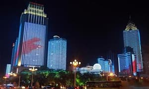 """乌鲁木齐西大桥灯光秀 成为新晋""""网红打卡点"""""""