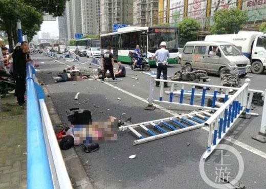 常州奔驰连撞多车,致3死10伤,警方最新通报来了!