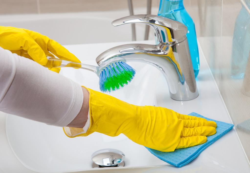 厨房里的纱窗如何清洗,厨房纱窗油污怎么清洗