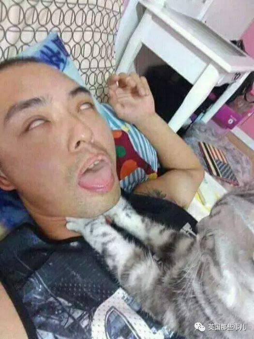 总觉得睡觉时呼吸困难,床边装了个摄像头才发现罪魁祸首