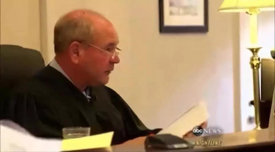 为了惩罚虐狗的人,法官想出了这样一个办法,也太赞了吧!