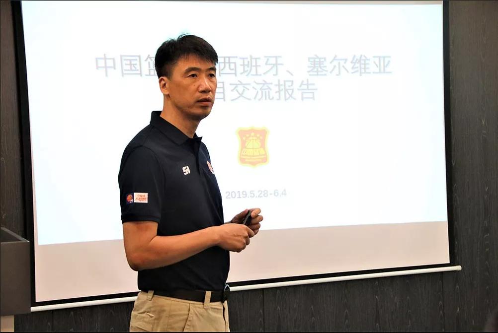 中国篮协与教育部共同研讨校园小篮球场地器材标准