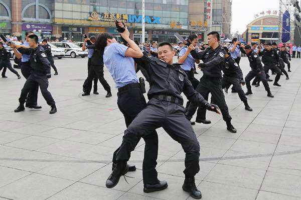 网上发布的高薪招聘新疆辅警是不是真的?