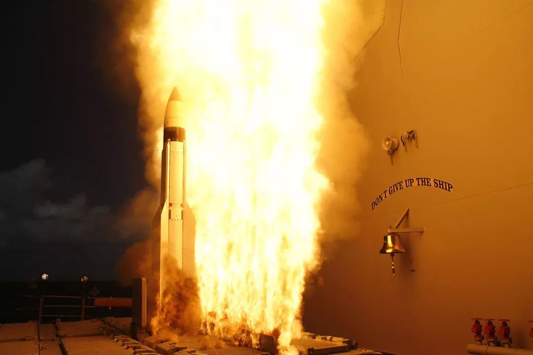 专打航母!世界最快轰炸机复活,美国这次还坐得住吗?