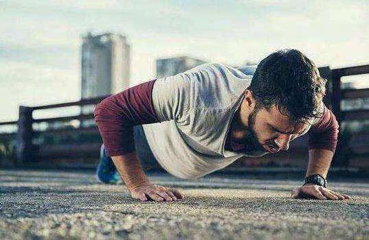 做俯卧撑可以测试成年男性健康状况?医学大数据告诉你真相