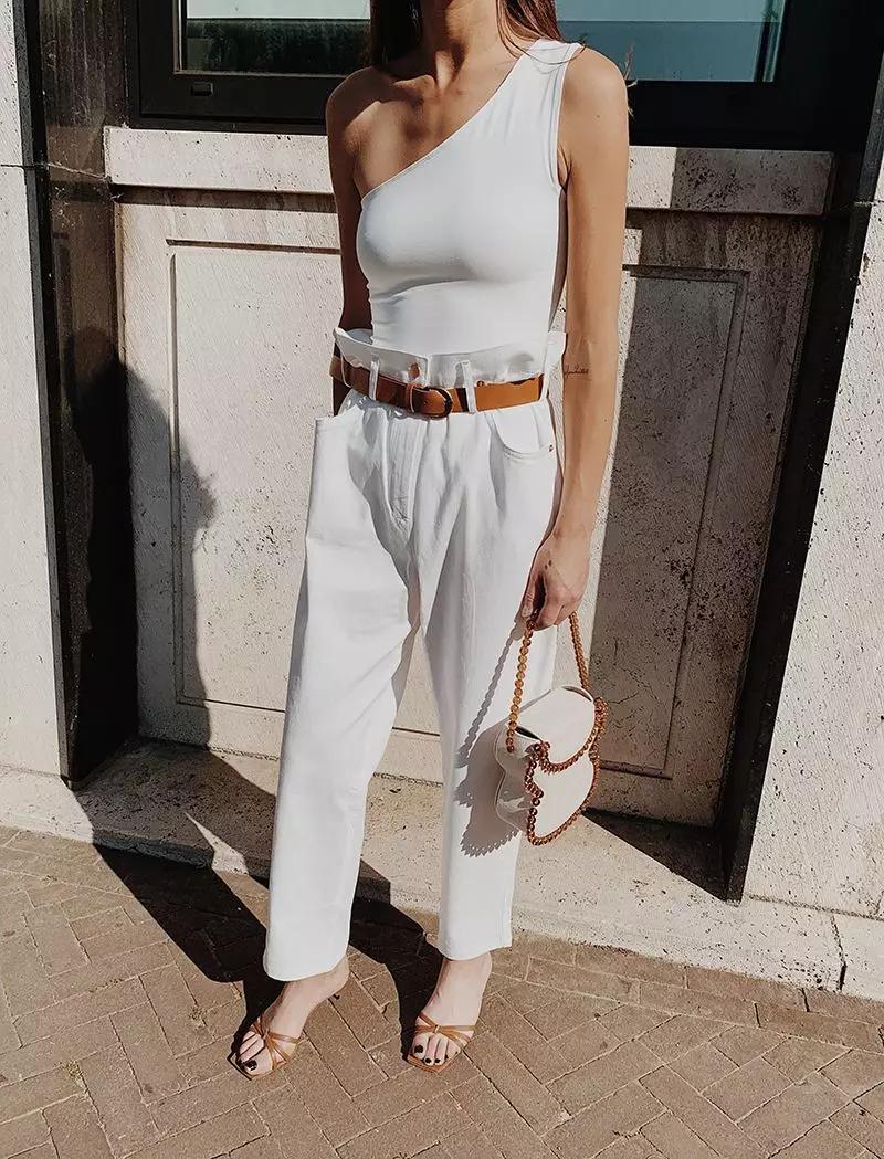 小白裤搭配凉鞋