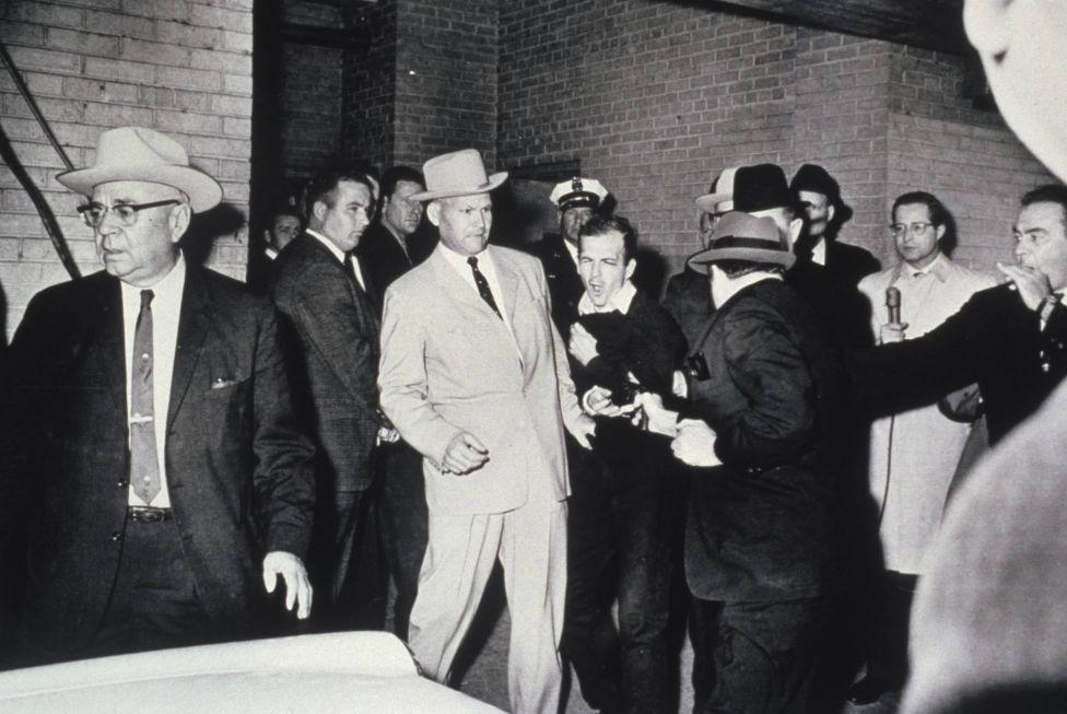 肯尼迪惨遭刺杀,凶手却离奇死亡,案发现场全是疑点