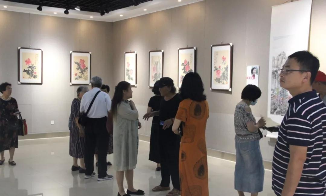 庆祝建军92周年,临沂举办女画家拥军作品展