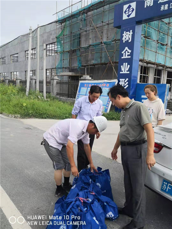 海安市总工会慰问南莫镇服务项目企业