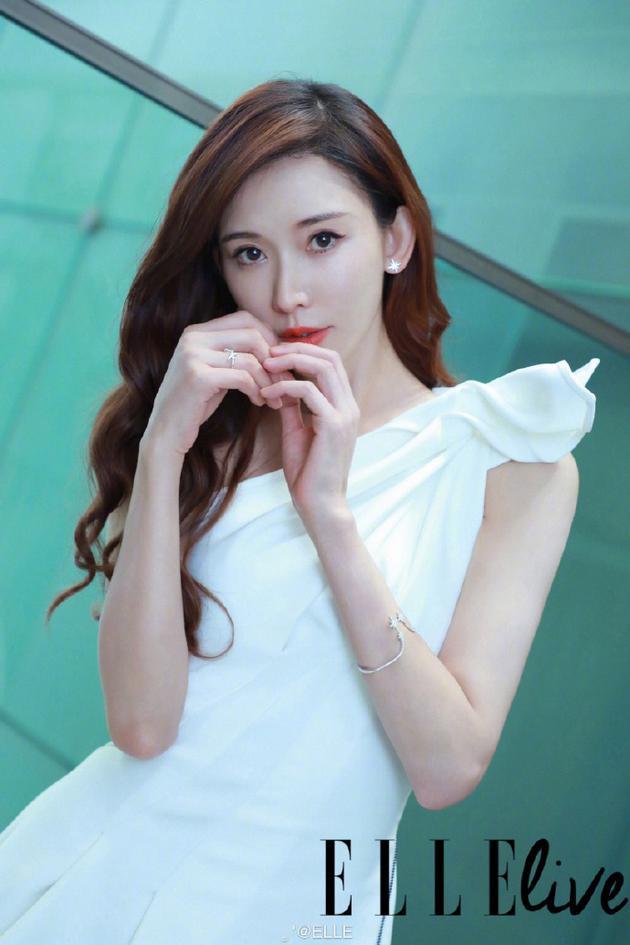 林志玲婚后首谈爱情观 右手无名指的戒指很吸睛