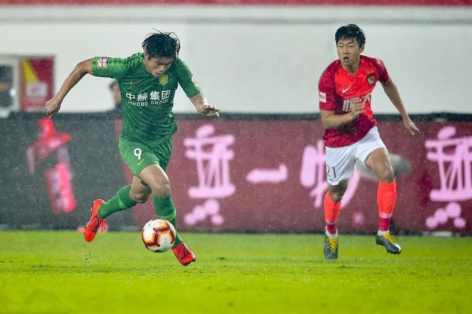 反击了,国安新闻炮轰广州恒大:本赛季逃了3个点球+4张红牌!