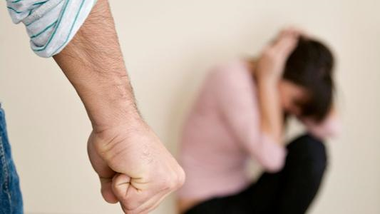 <b>为什么被家暴的女人不愿意离婚?</b>