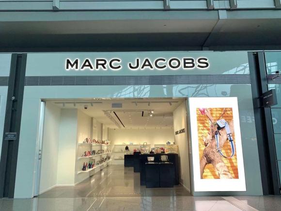MARC JACOBS正式入驻北京首都国际机场免税店 你的时髦假日从这里开始