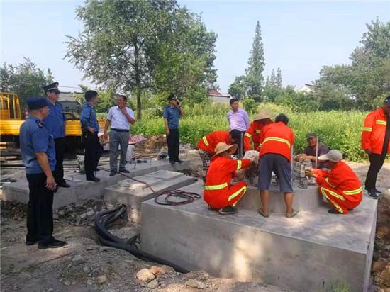 盐都区公路站强制拆除省道违章构造物保安全