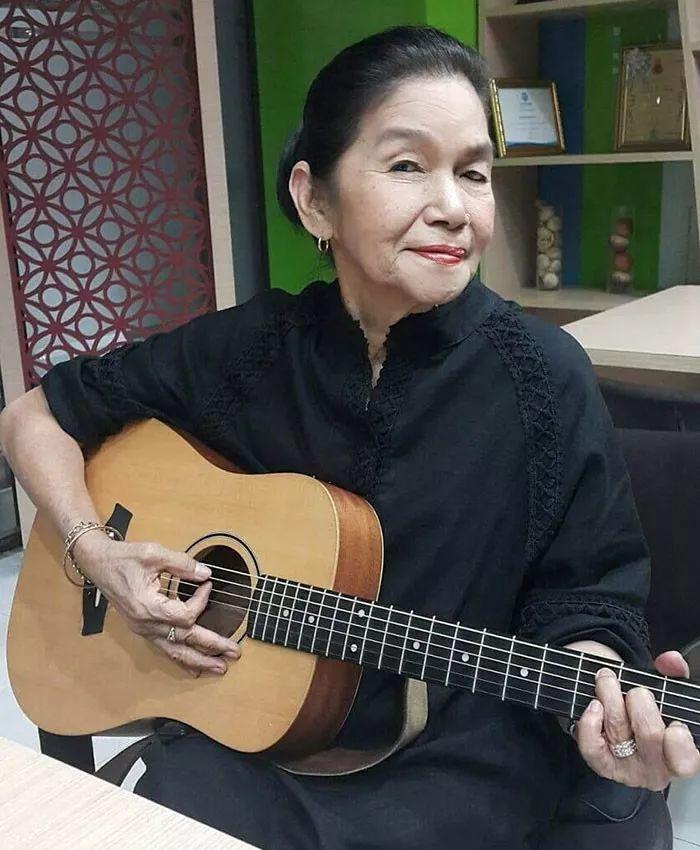 泰国一个老奶奶火了,而带火她的,是她的歌声