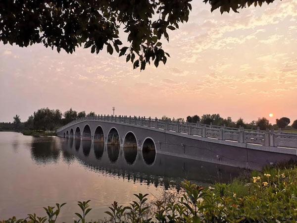 分享在江苏溧阳社渚镇前宋水库拍摄的晚霞,很美!