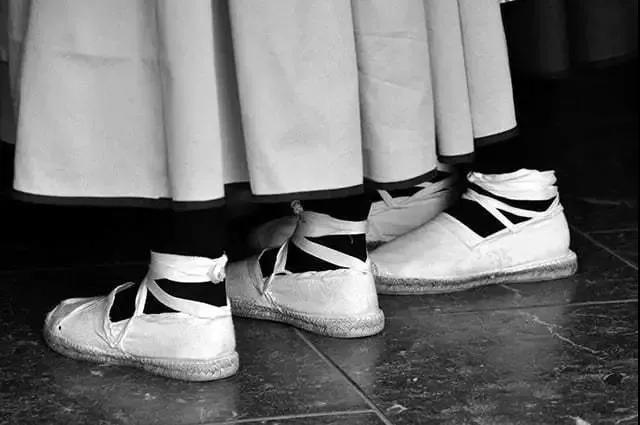 坡跟草编鞋