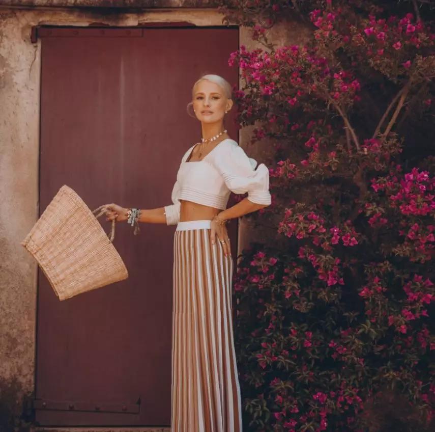 条纹裙搭配法式衬衫