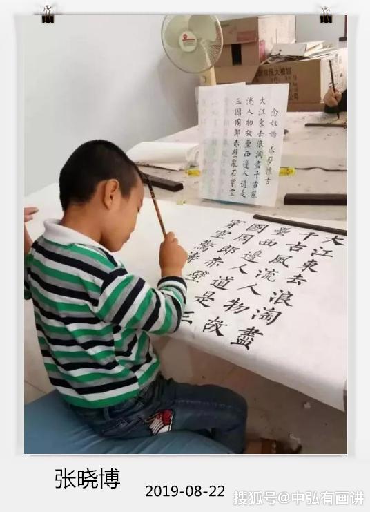 9岁男孩每周练习书法2小时,从农村走上央视,专家怒怼:太呆板
