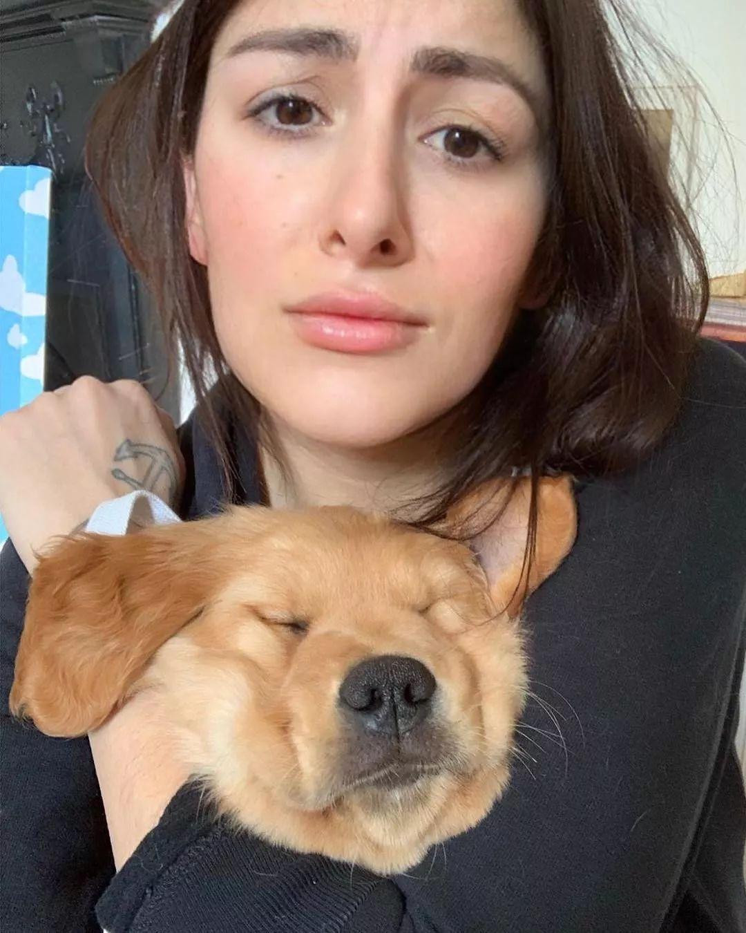 女网友在线求助:我家狗对我好霸道,怎么办?
