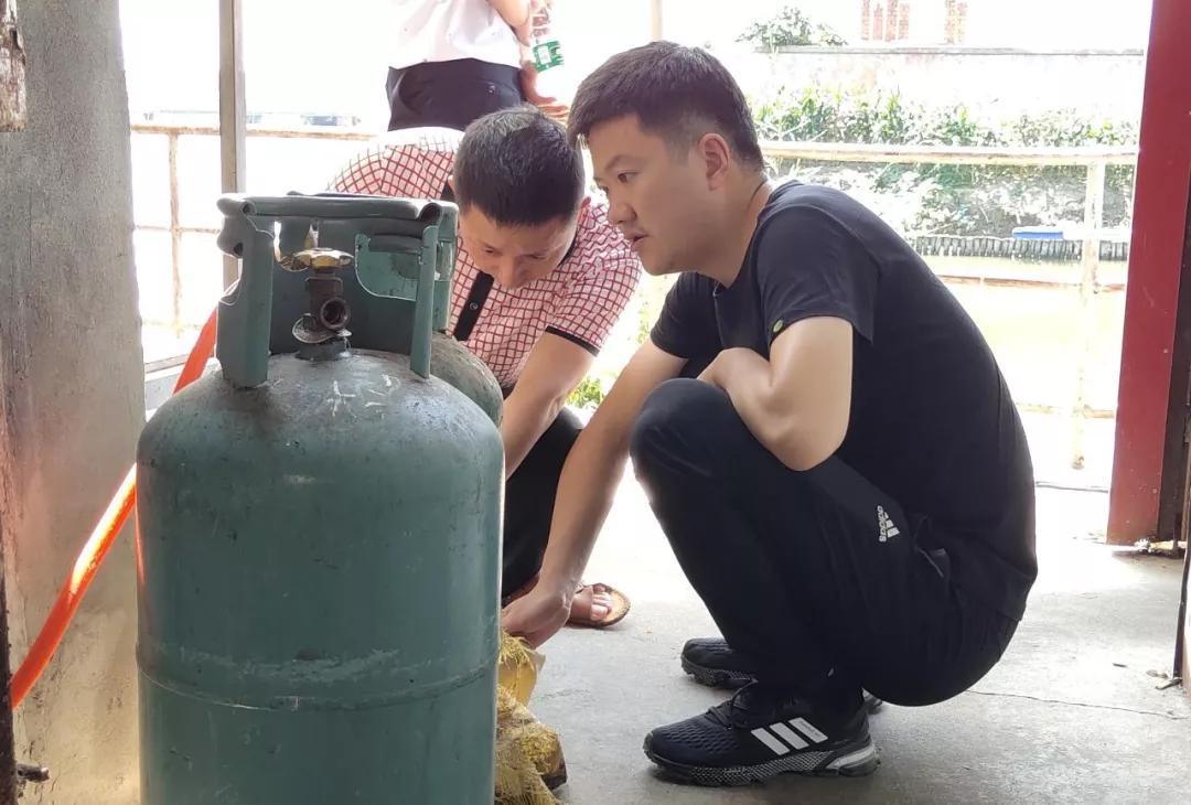 海安市白甸镇餐饮场所燃气安全联合执法检查在行动