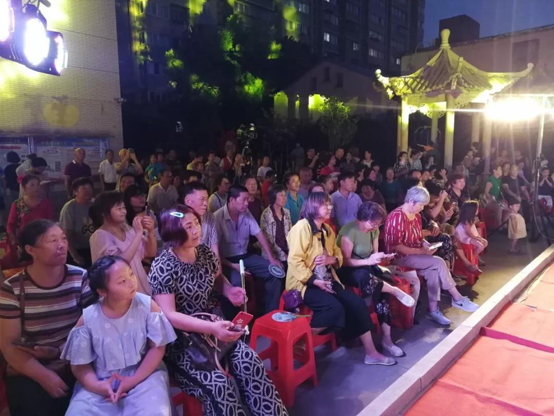 社区搭台群众唱戏海安市宁海办事处中大街社区群众艺术节纳凉晚会火热上演