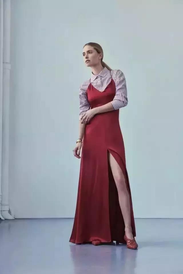 衬衫搭配吊带裙