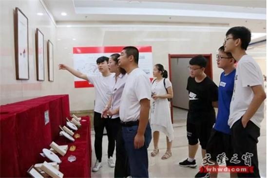 """庆祝中华人民共和国成立70周年""""守正・创新""""--大华禅画师生作品展在威海市文登区博物馆开展"""