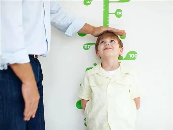 三个信号告诉你婴儿正在长高