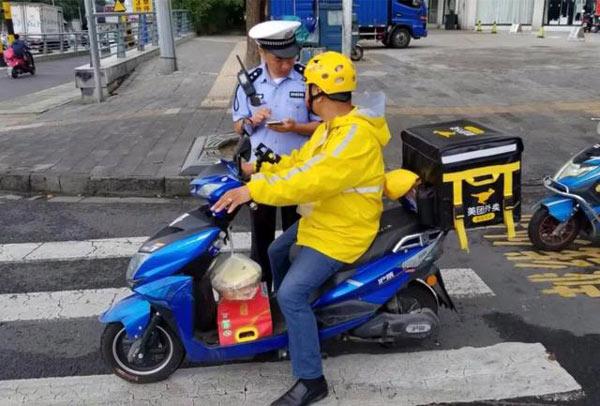 常州交警开展集中清查:查处电动车交通违法50余起