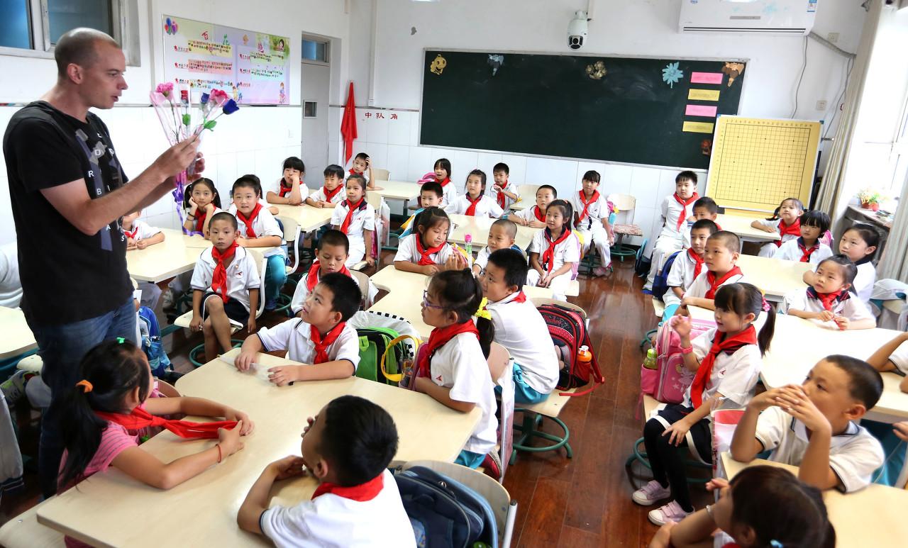 三部委:外资语言培训机构聘用外教应职业道德良好