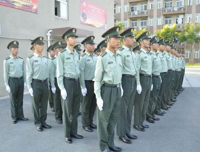 学校军训的教官都来自哪里?除了军校以外,这里也会有招