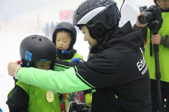 融创滑雪学校:雪圈一线的那些人与事