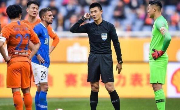 中国裁判傅明将执法40强赛曾在中超判罚引巨大争议