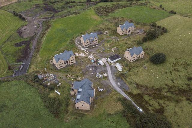 原创仅比规划高出0.1米,英国百万豪宅将被强拆,业主欲哭无泪
