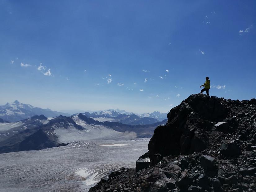 人与山相逢就会产生奇迹PROTREKPRX-8000GT伴我行走在空气稀薄地带