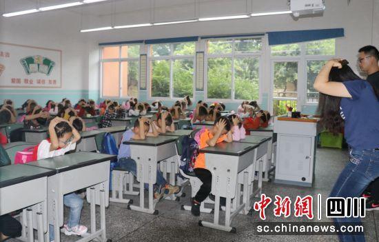 彭山:组织1500余名师生开展应急疏散演练