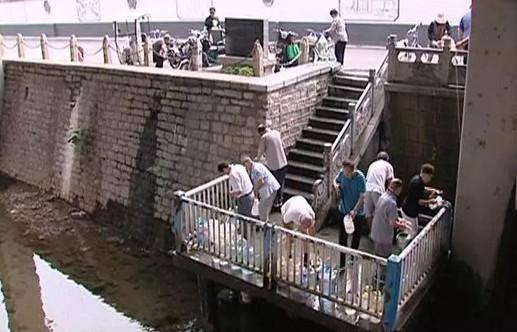 经常排长队!济南闹市区的这处泉水到底能喝不?
