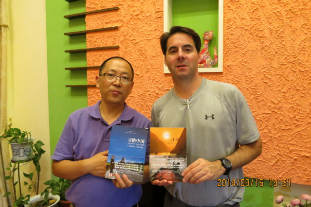 《江城》作者何伟川大开课,正整理教学计划!与妻女已在成都安家