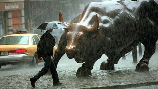 美国股市美元美债美楼市全线大跌后,或迎转机,外媒:他太渴望协议