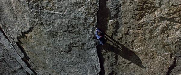 """《徒手攀岩》:但愿能""""劝退""""一些头脑发热的无保护攀岩者"""