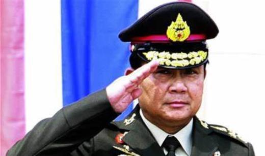 原创泰国皇家军队徽章很有特色,王冠标志象征王权,巴育都不敢不戴