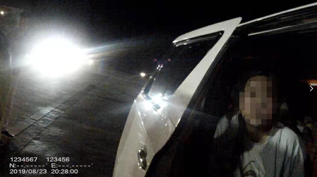 警方解救6名被拘禁车内未成年少女,捣毁背后犯罪团伙
