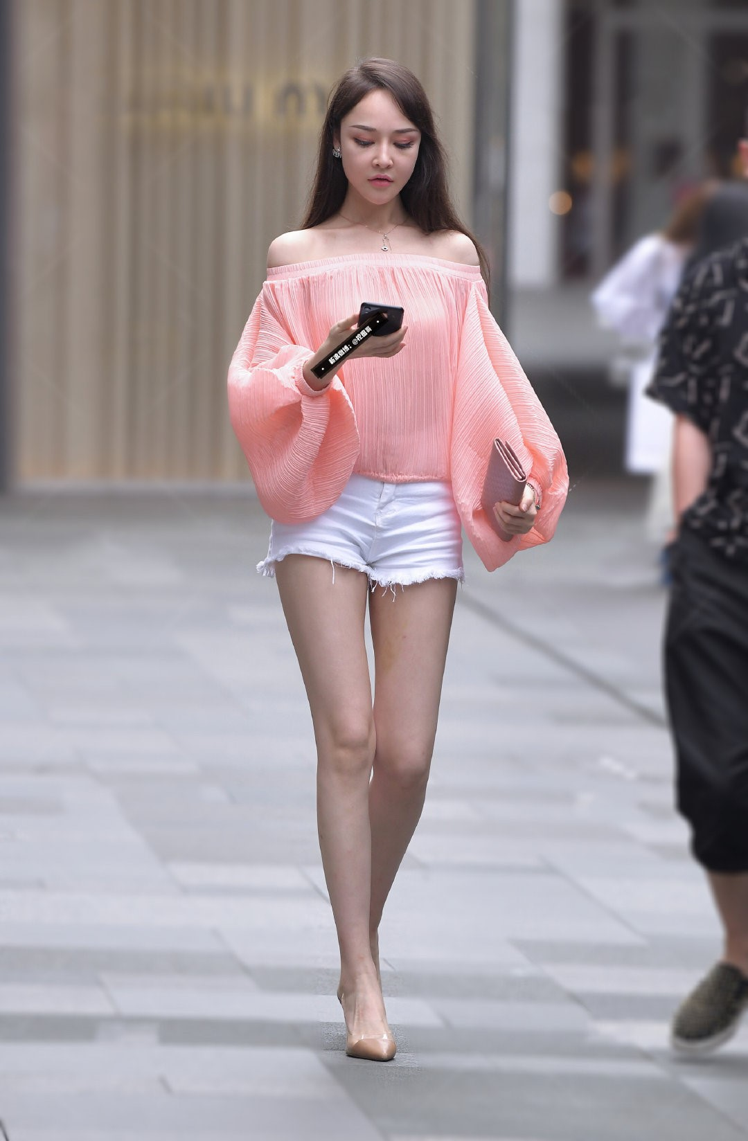 秋季出行简约穿搭,高个长腿的女生这样穿,整条街都属于你