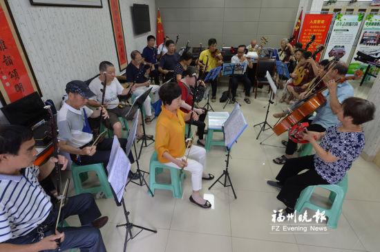 福州依伯依姆组建60人乐团平均年龄约70岁