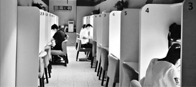 武汉闹市社会自习室走红收费不便宜却受年轻人欢迎