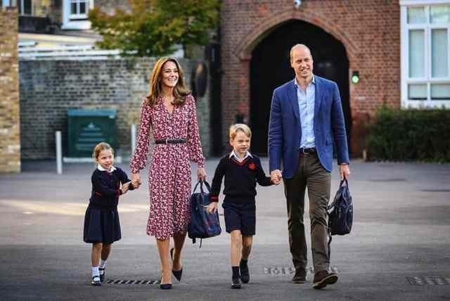夏洛特小公主开学啦!威廉王子夫妇亲自接送场面温馨!