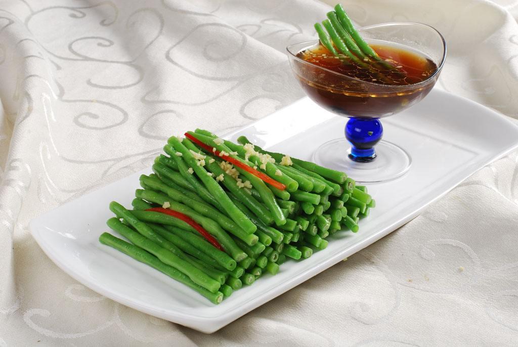 原创冬吃萝卜夏吃姜,姜汁豇豆,清凉爽口还养生,错过太可惜了