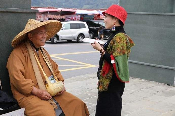 原创一位老僧:人生在世,要做到三件事而不为,才能与佛有缘