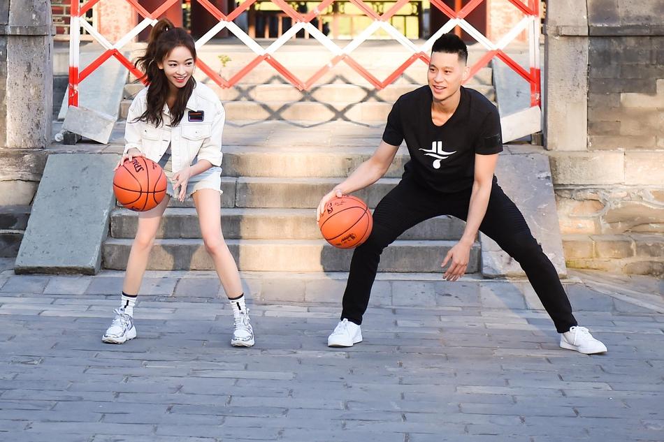 吴谨言与林书豪共游颐和园感受NBA魅力许愿为梦想拼搏